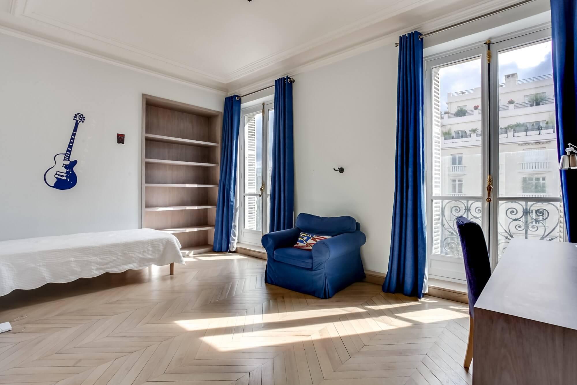 Etoile Hoche - Bedroom View