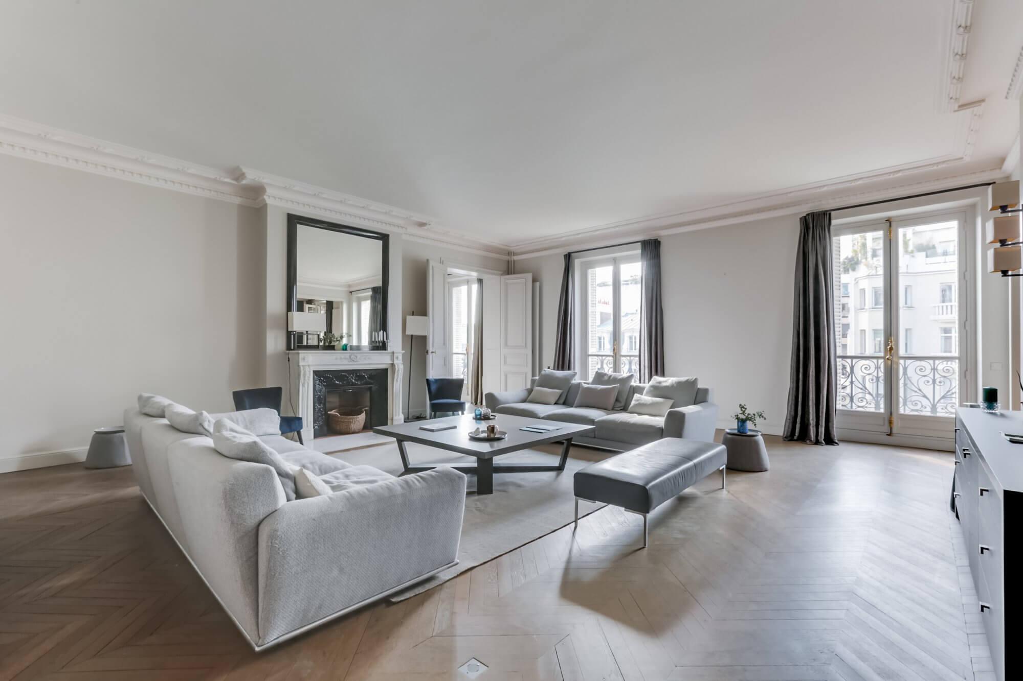 Etoile Hoche - Living Room