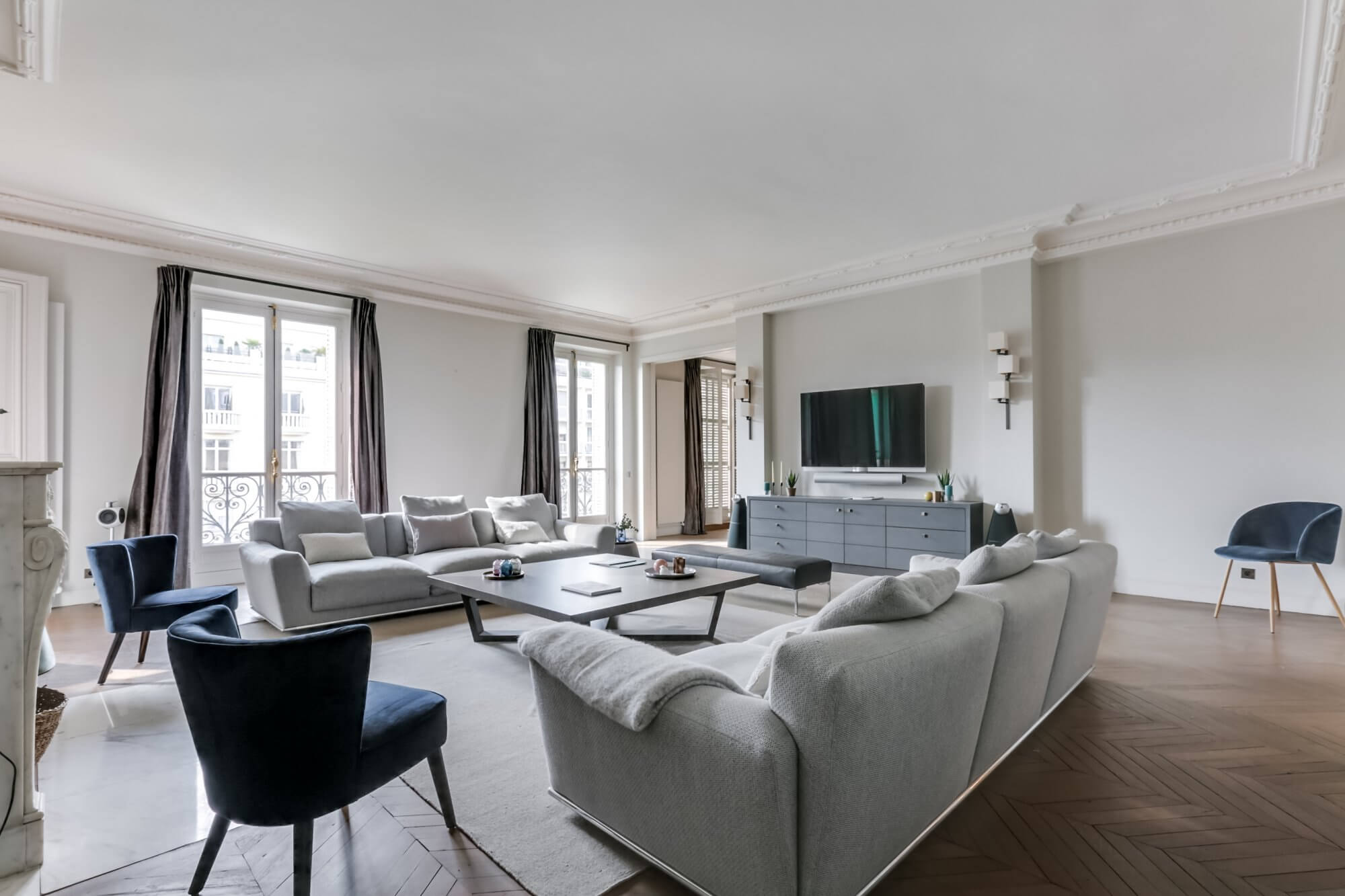 Etoile Hoche - Living Room Alt View