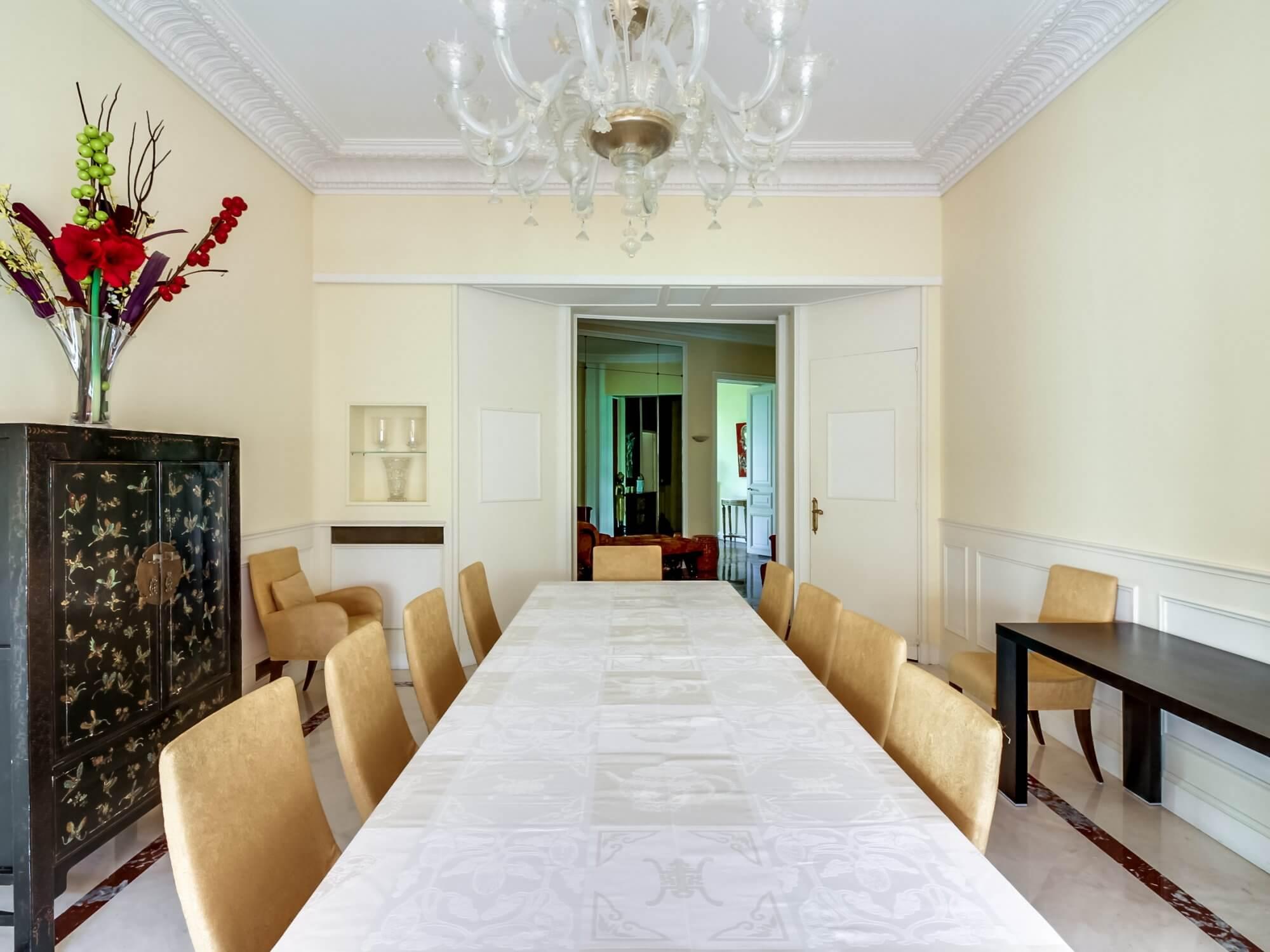 Etoile Mandel Scheffer - Dining Table